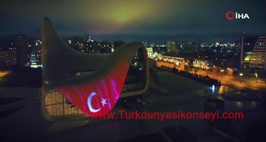 Azerbaycan'da Haydar Aliyev Merkezi'ne Türk bayrağı görüntüsü yansıtıldı - Tıkla İzle